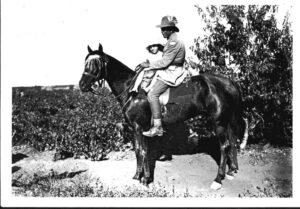חייל אוסטרלי וילדה, ראשון-לציון 1918 IWM