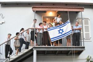 ילדים עם דגל ישראל