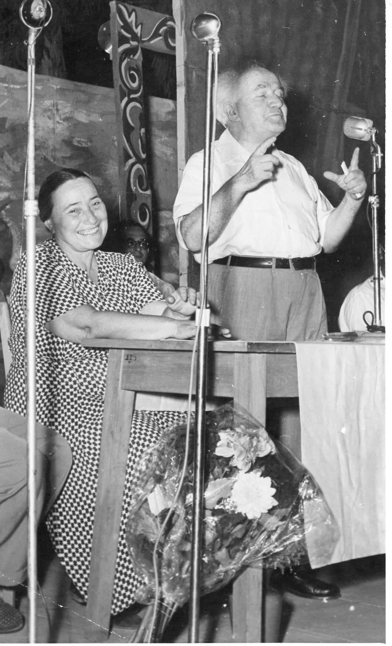 חנה לוין עם דוד בן גוריון